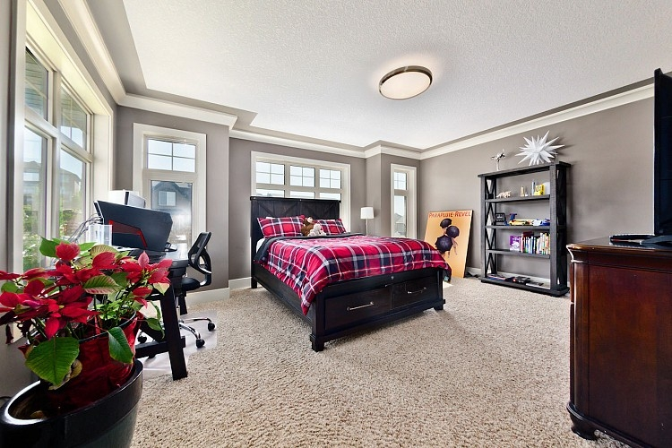 Bedroom in Executive Home for Rent