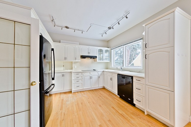 Executive Kitchen in Mount Royal