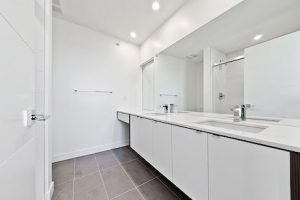 Avenue 33 - Master Bedroom Bathroom