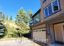 3 Bedroom Towhnouse in desirable Discovery Ridge