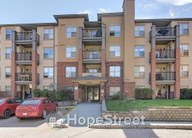 Immaculate 2 bd condo with Underground Parking & Utilities Included
