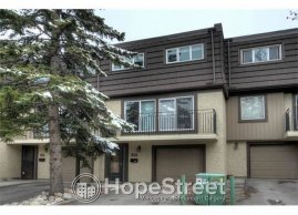 3 Bed RENOVATED Townhouse for rent in Lakeview w/ DOUBLE attached garage