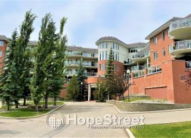 Outstanding and Well-Maintained 1BR+DEN Unit with UNBELIEVABLE CITY VIEW!